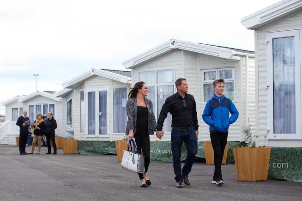 willerby-hull-people-in-showgorund-3