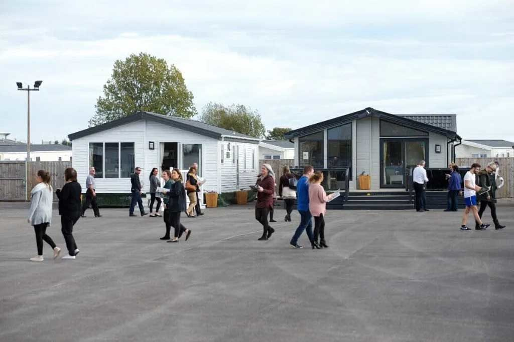 willerby-hull-people-in-showground