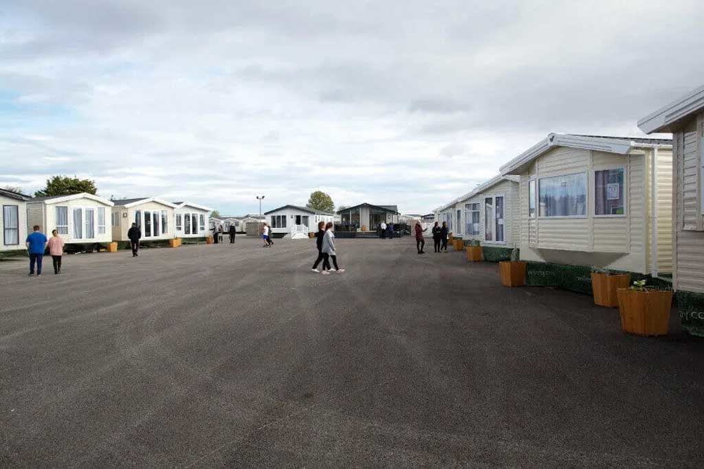willerby-hull-people-in-showground-2