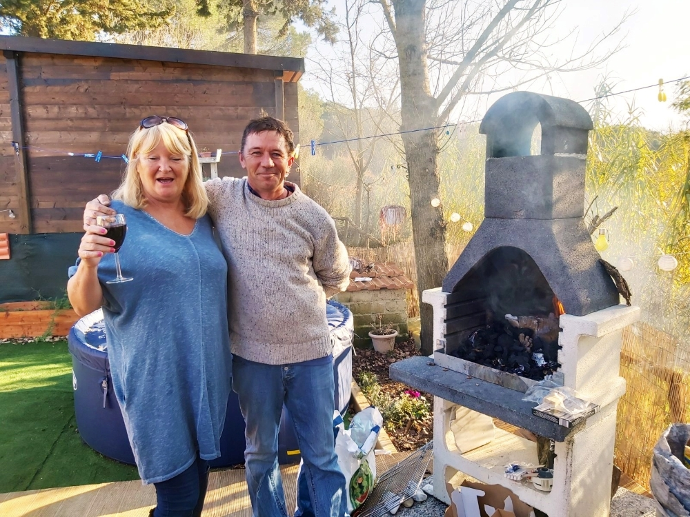 BBQ Weather In Tuscany With Caravans In The Sun (6)