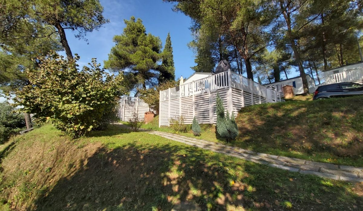 01 A Front Plot 67 At;as Tempo Toscana Holiday Village Tuscany Italy Caravans In The Sun (9)