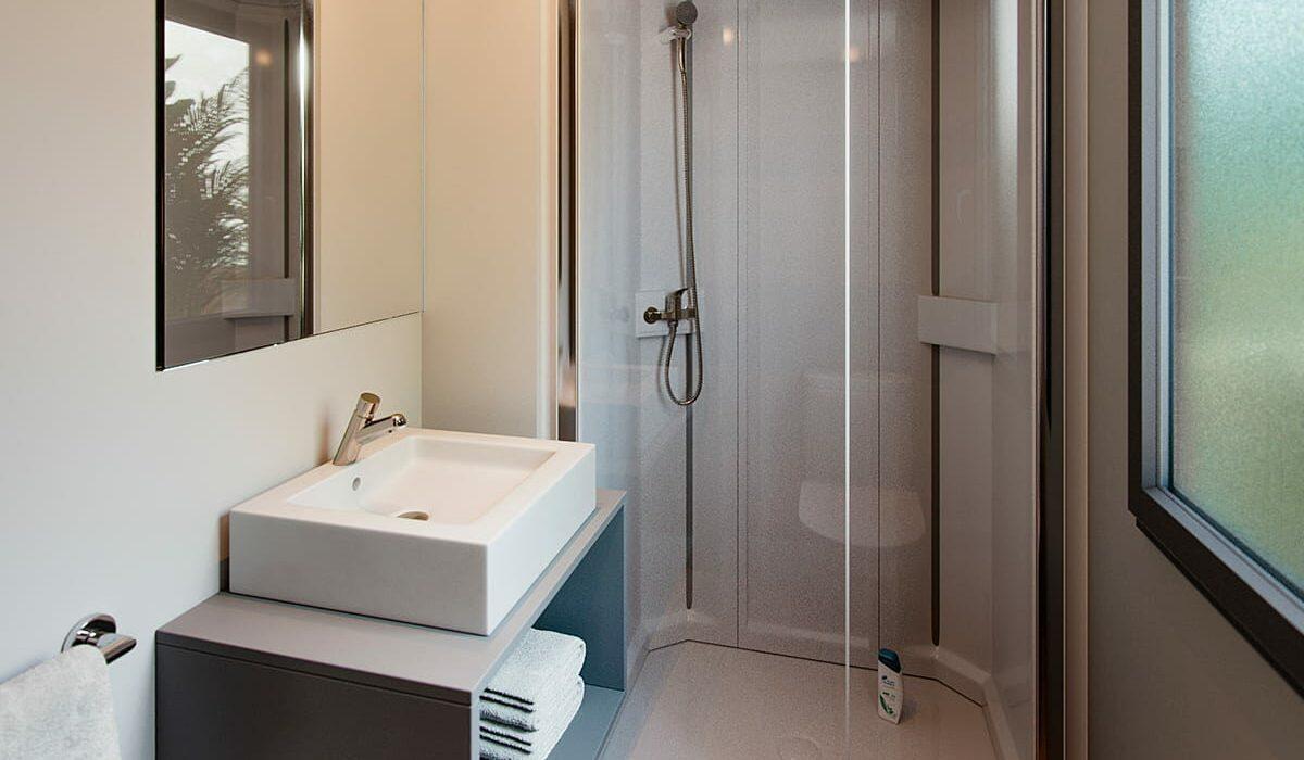 06 Costa Dorada Shower Room