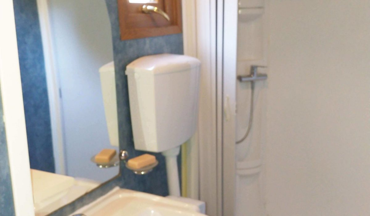 06 Shower Room Plot 10 Tuscany (7)