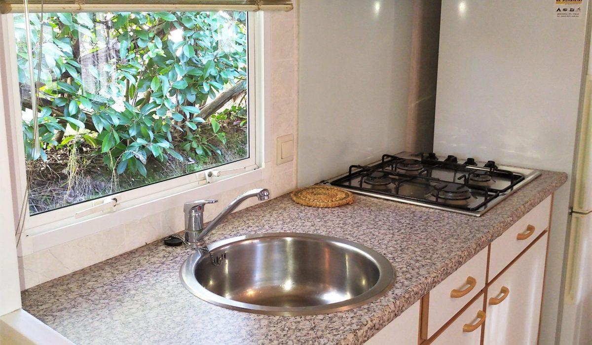 07 Kitchen Plot 43 Toscana Holiday Village Tuscany Italy Caravans In The Sun (17)