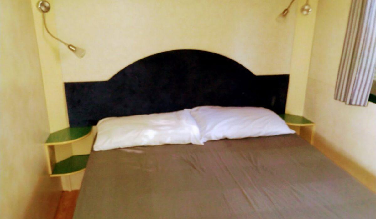 10 Master Bed Plot 21 Toscana Holiday Village Tuscany Italy Caravans In The Sun (10)