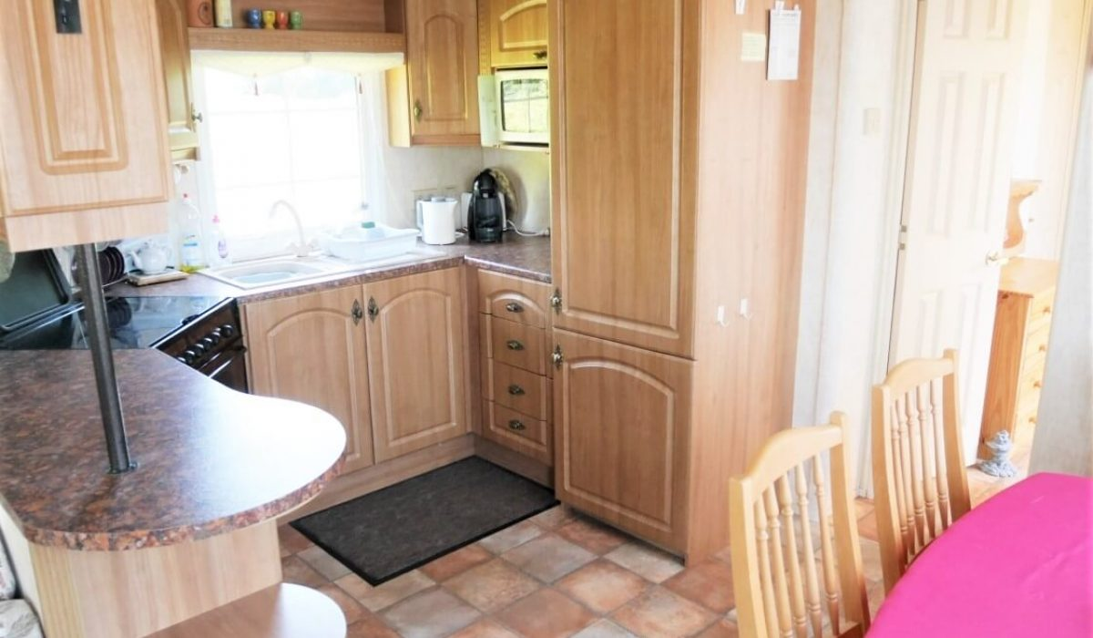 12 Kitchen Diner Plot 15 Willerby Ganada Vendee France Caravans In The Sun (14)