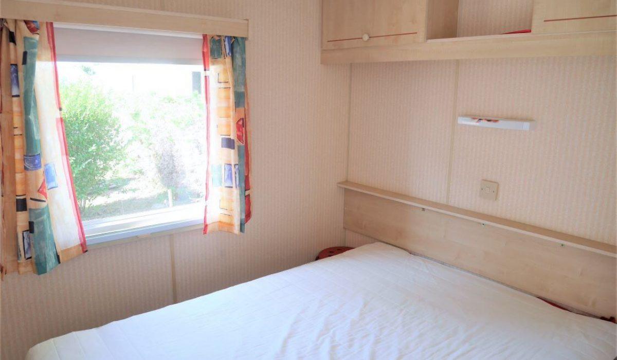 12 Master Bedroom Plot 35 Willerby European Vendee France Caravans In The Sun (18)