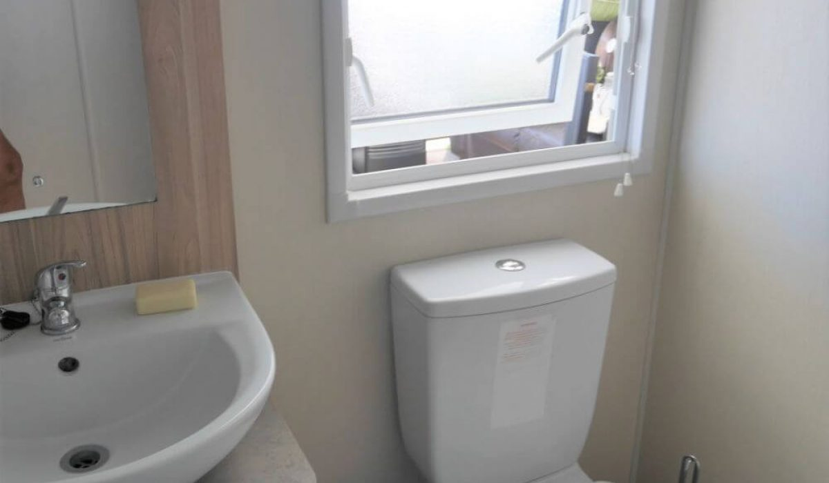 208 Willerby Rio Premier Bathroom 2