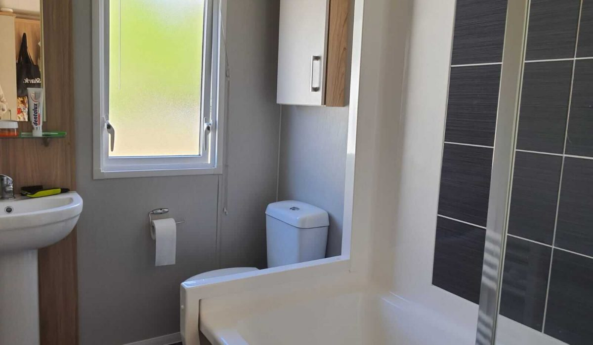 22 Bathroom Castleton Marbella Plot 34 (8)