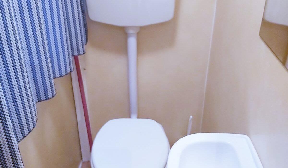 Plot 17 WC Toscana (3)