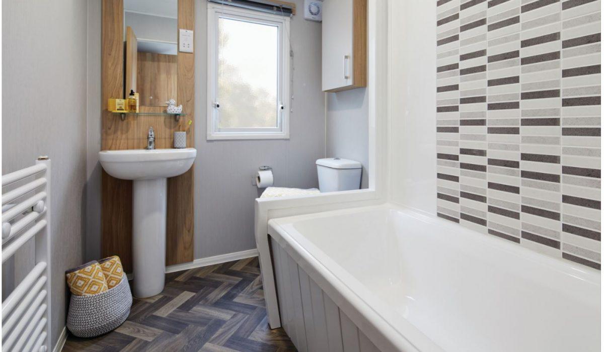 Bathroom R (1)