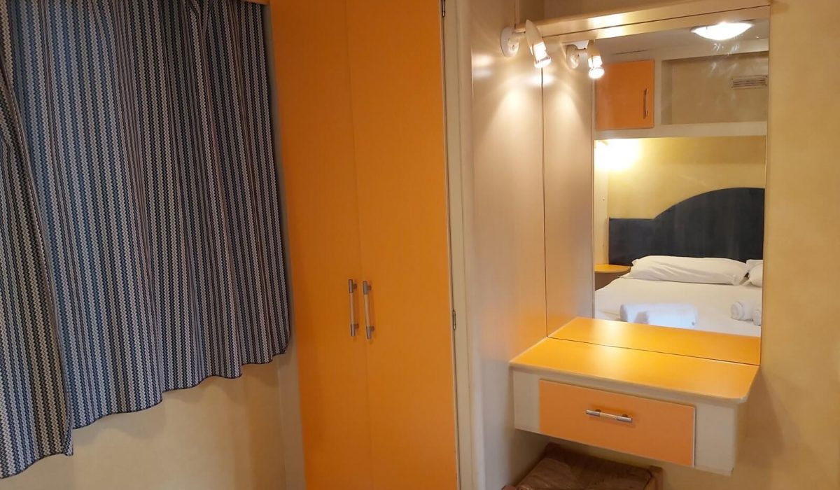 Shelbox Classic Plot 12 Tuscany Bedroom