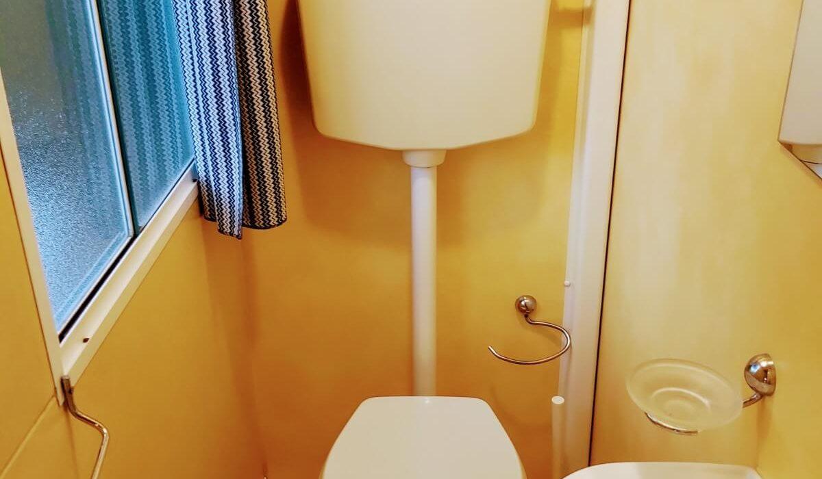 Shelbox Classic Plot 12 Tuscany Toilet