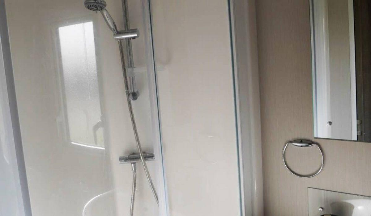 Shower Room Plot 300 Vendee (27)